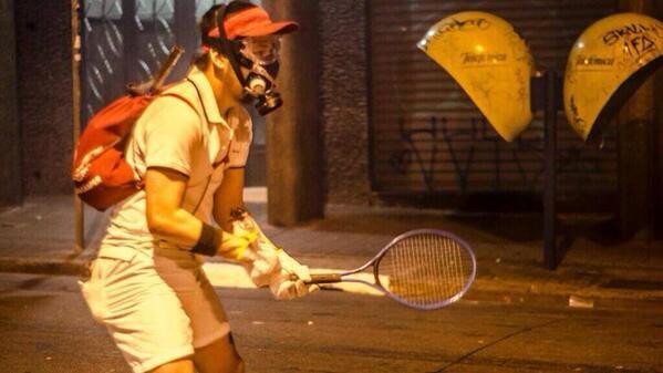 teargas_tennis
